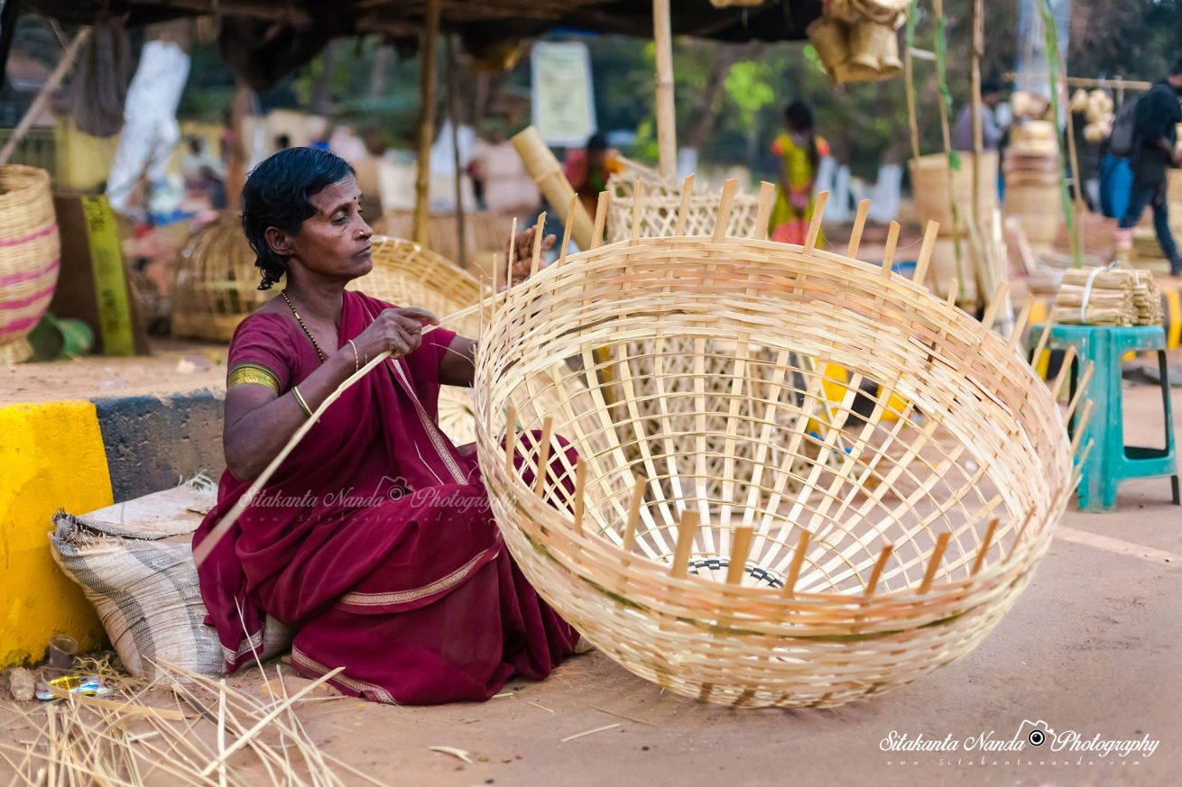 making-baskets-with-dry-bamboo-strips